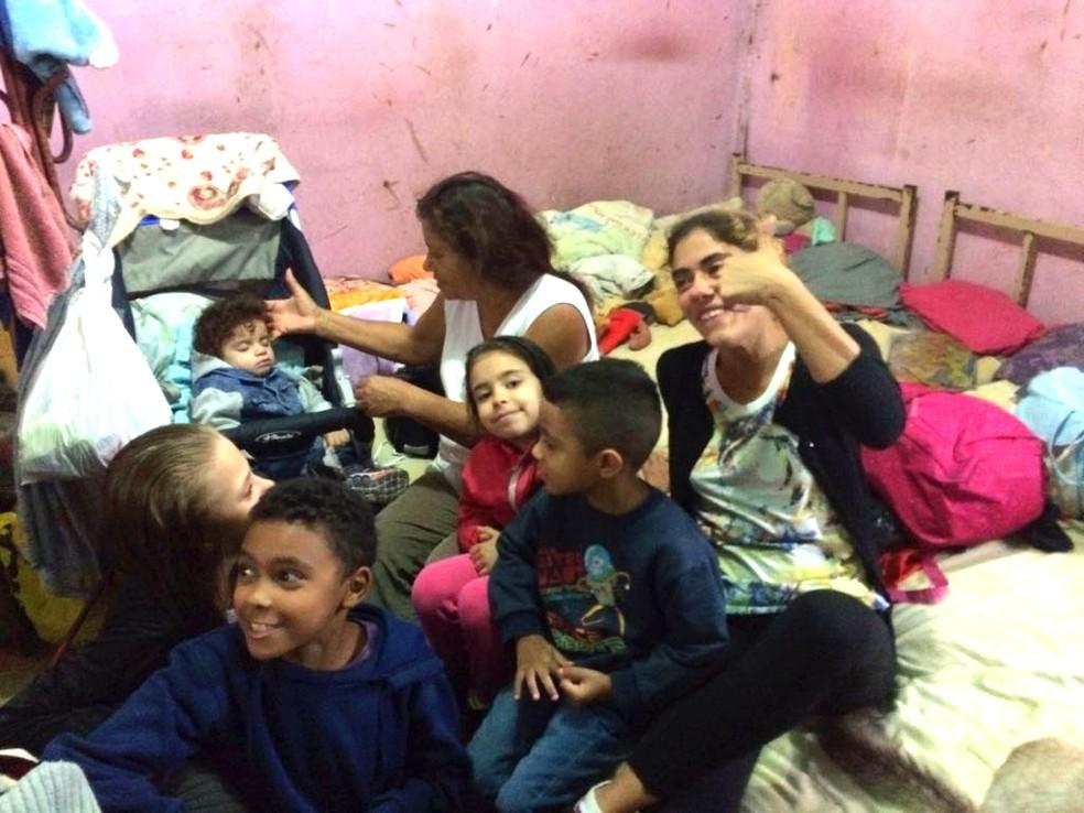 Família em pensão na Cracolândia (Foto: Paula Paiva Paulo/G1)