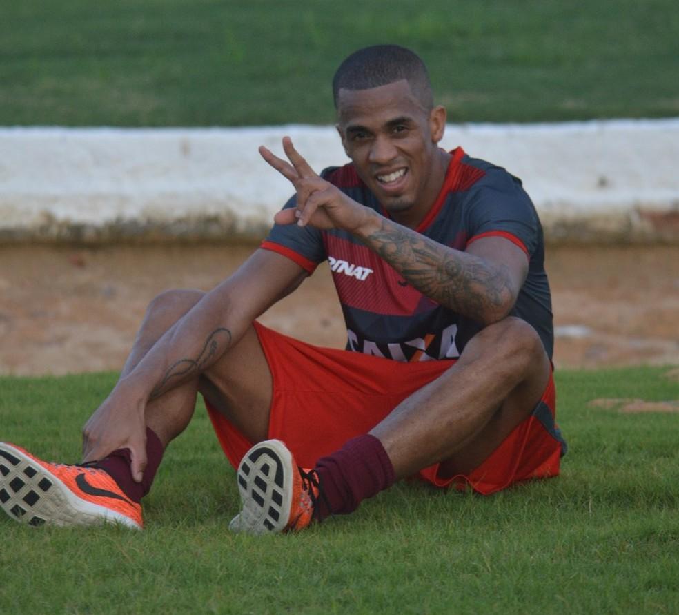Mailson costuma jogar mais pela esquerda — Foto: Gustavo Henrique/Ascom CRB