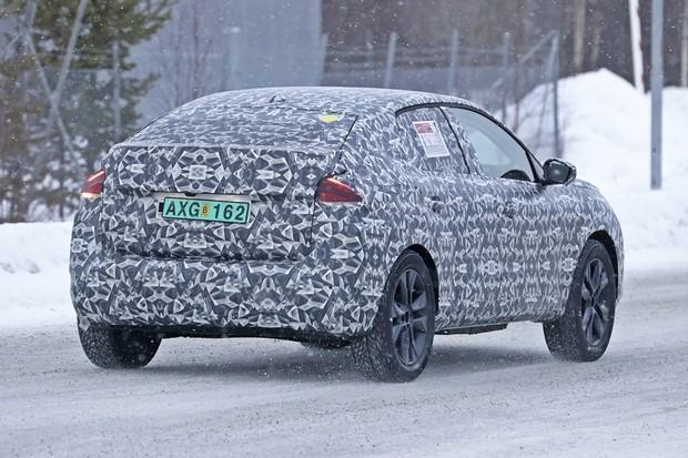 Flagra sucessor Citroën C4 Cactus (Foto: Automedia)