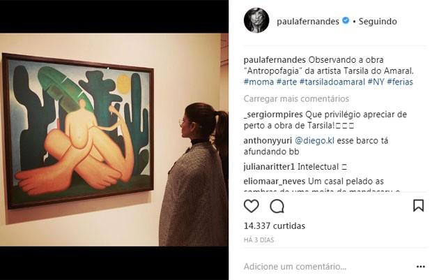 Paula Fernandes no museu  (Foto: Reprodução)