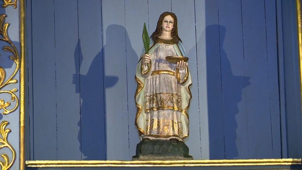 Imagem de Santa Luzia, que fica na capela no Centro de Vitória — Foto: Reprodução/TV Gazeta