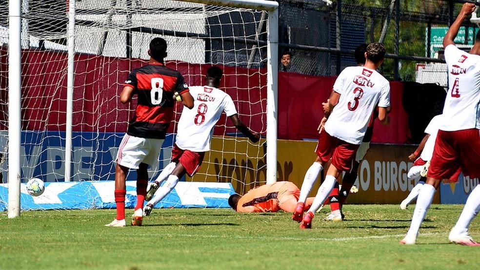 Jogadores do Fluminense comemoram gol contra o Flamengo no sub-17 — Foto: Mailson Santana / Fluminense FC