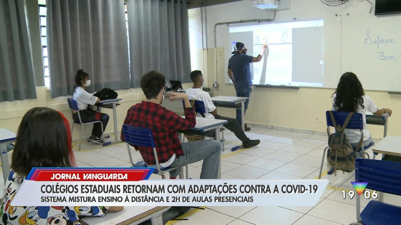 Colégios estaduais retomam aula com adaptações contra a Covid-19
