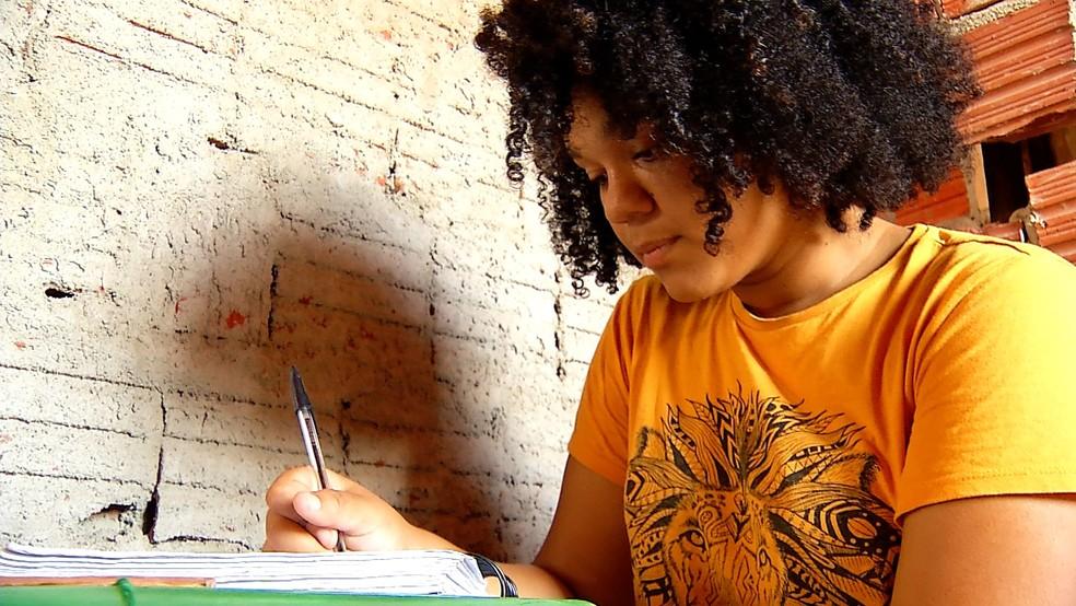 Raíssa Nascimento foi aprovada no curso de medicina na UFRN — Foto: Cleíldo Azevedo/Inter TV Cabugi