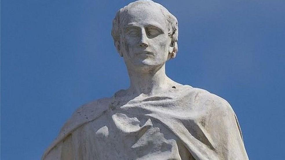 Alcuíno, criador de desafios que deram origem à análise combinatória, era considerado o homem mais sábio do mundo (Foto: BBC)