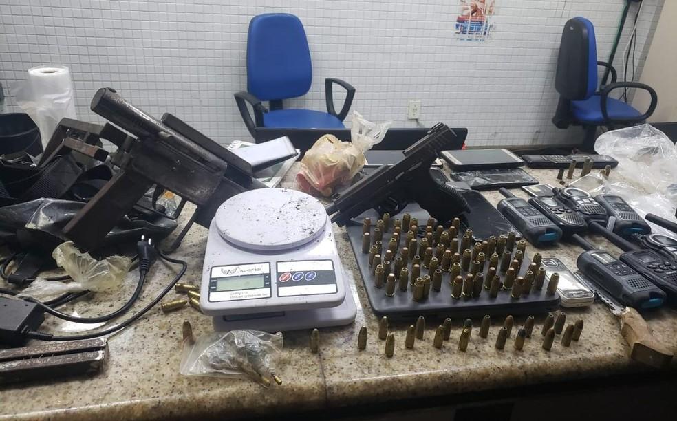 Seis suspeitos de homicídios, tráfico e roubo de veículos são presos no bairro de Pernambués, em Salvador — Foto: Divulgação/SSP-BA