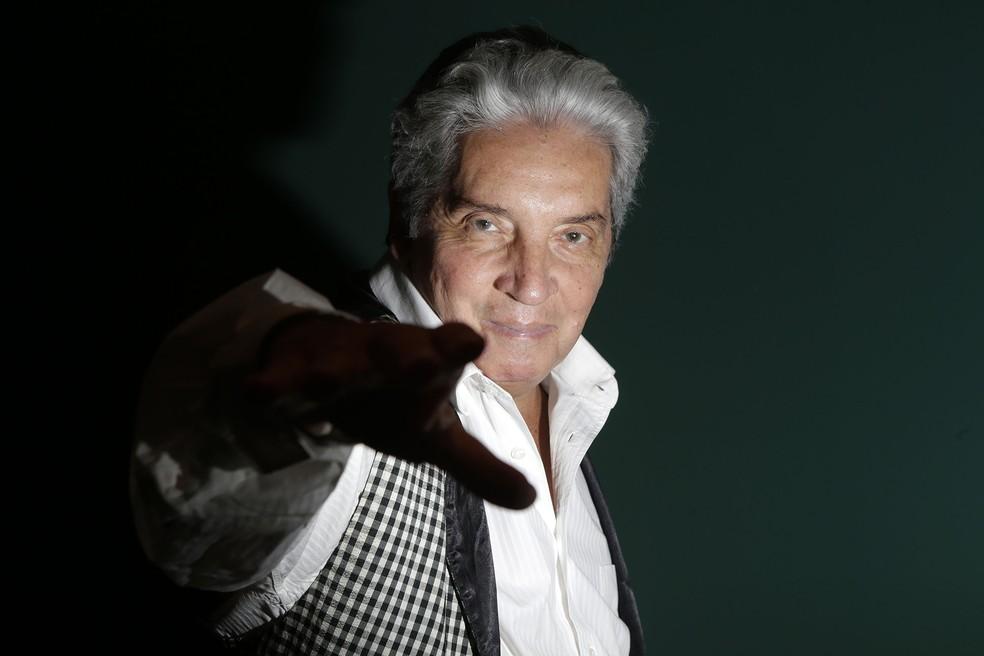 O ator, dramaturgo e cineasta brasileiro Domingos Oliveira posa para foto em seu apartamento no Leblon, na Zona Sul do Rio de Janeiro, em julho de 2013 — Foto: Wilton Junior/Estadão Conteúdo/Arquivo