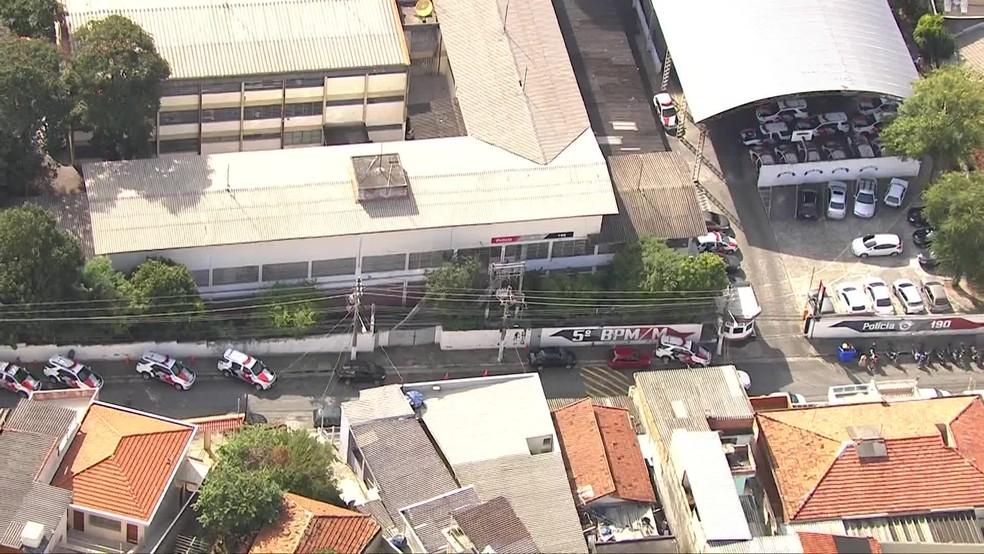 Corregedoria da Polícia Militar cerca 5º batalhão na Zona Norte de SP — Foto: Reprodução/TV Globo