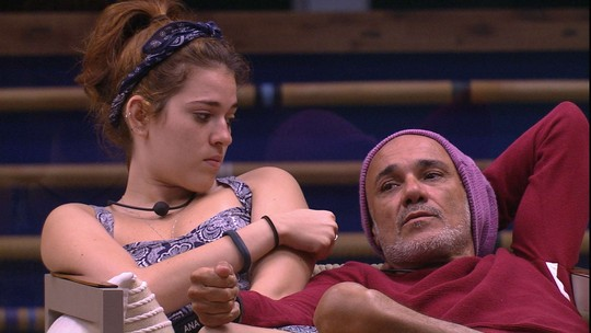 Ana Clara e Gleici contam para Ayrton que pensar em vetar Viegas da Prova do Líder