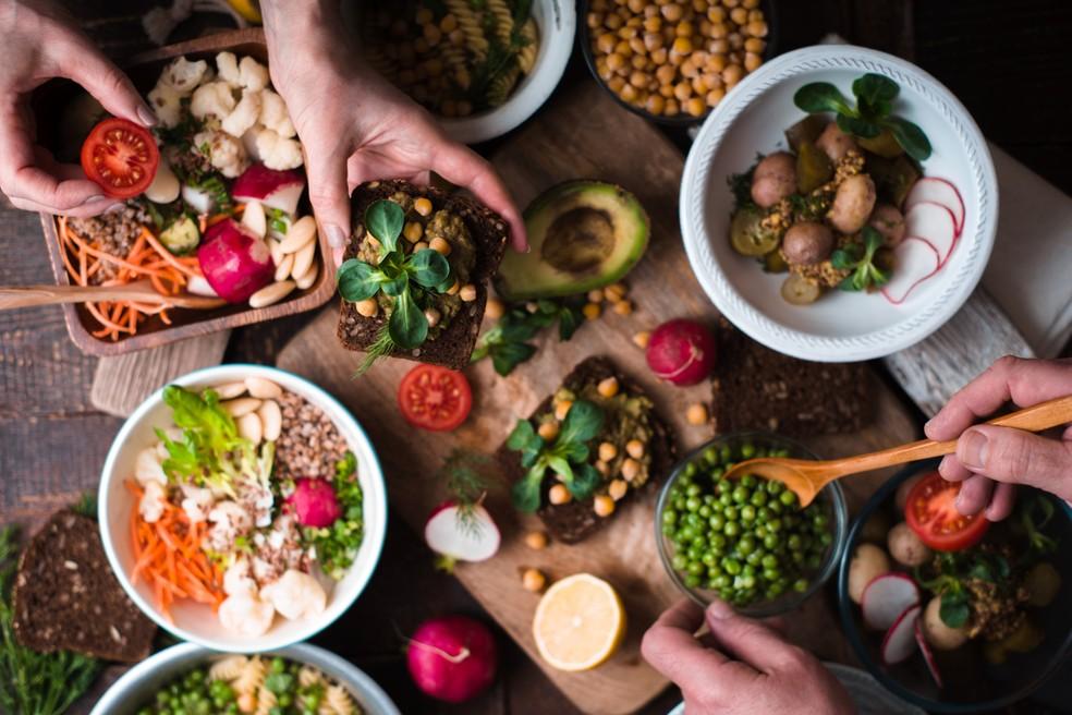 """Base do vegetarianismo é formada por vegetais, """"legumes"""", frutas, cereais, leguminosas e oleaginosas (Foto: iStock Getty Images)"""