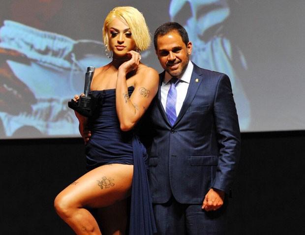 Pabllo Vittar em premiação (Foto: Samuel Chaves/Brazil News)