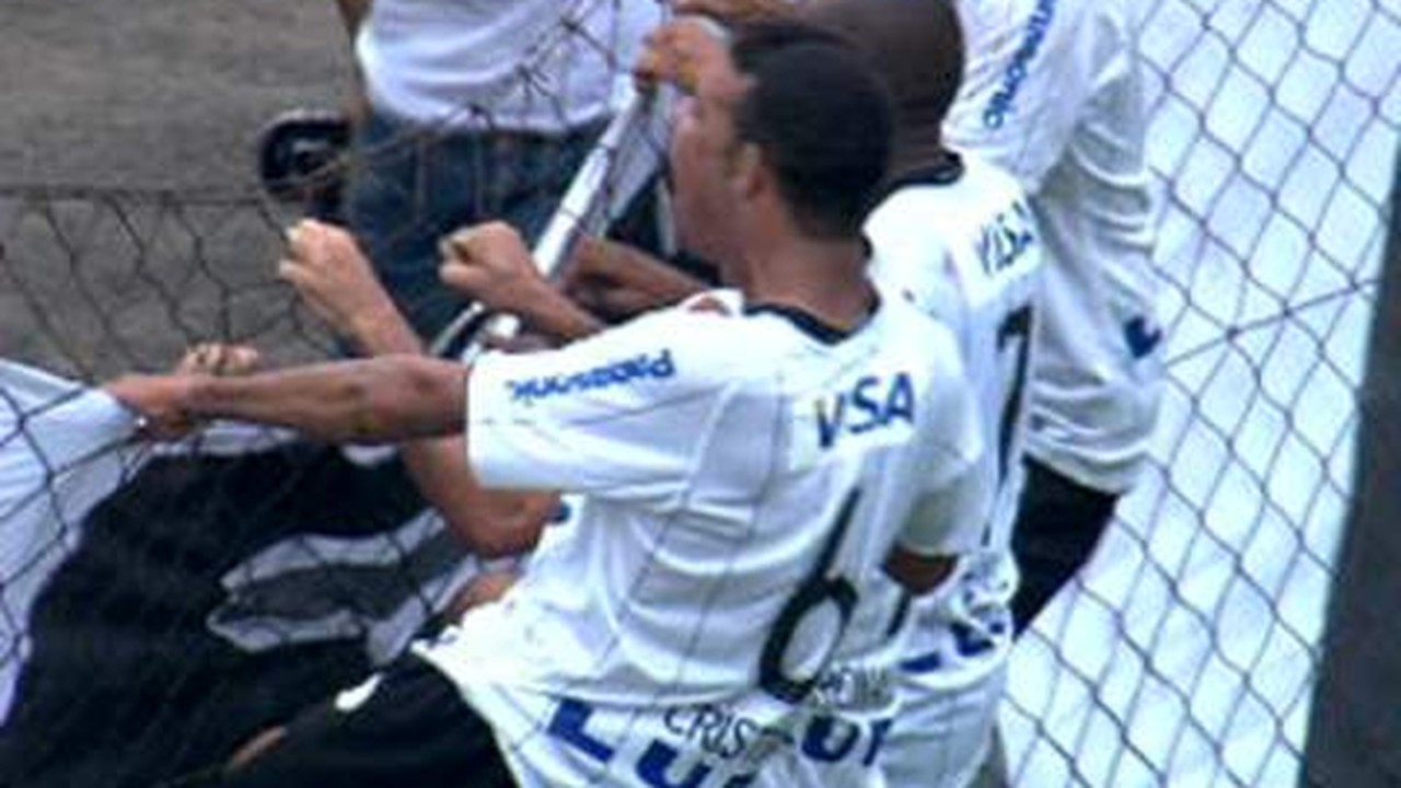 Ronaldo faz seu primeiro gol no Corinthians em um Dérbi, em 2009