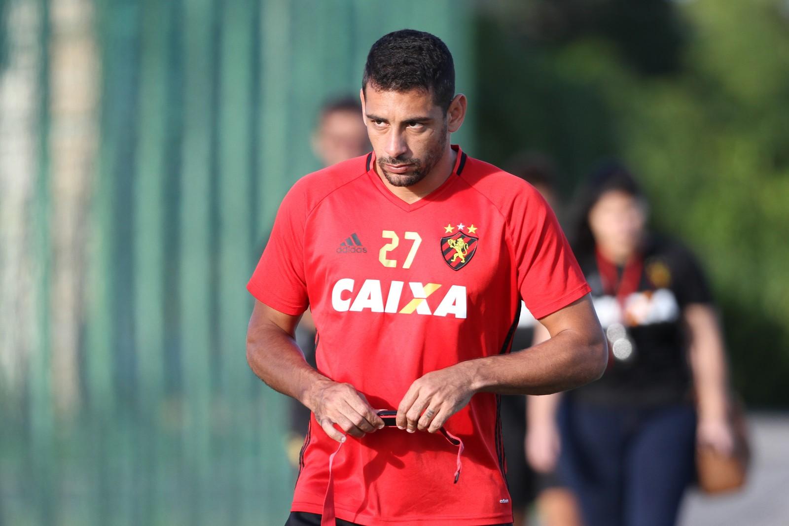 São Paulo quer fechar logo com Diego Souza, mas meia tem menos pressa