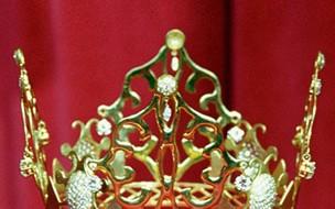 7 coroas icônicas dos casamentos da realeza