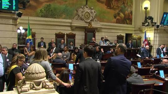 Vereadores de oposição e situação fazem críticas a Crivella após o arquivamento do impeachment