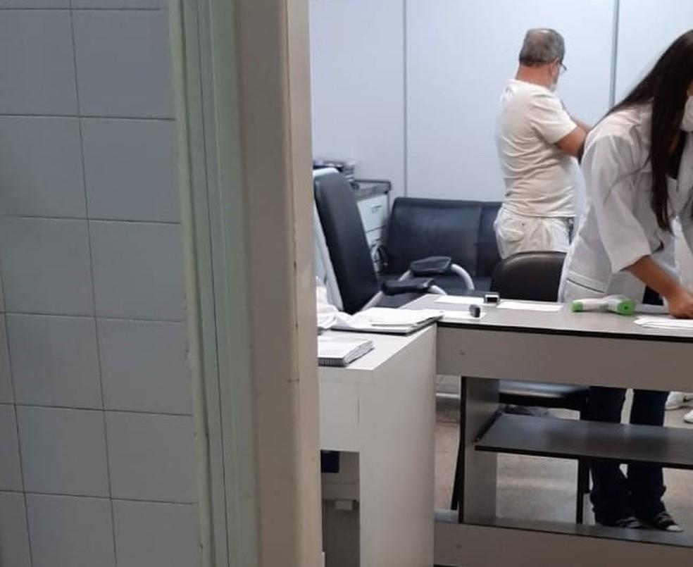 Médico afastado de hospital foi vacinado contra a Covid-19 em BH — Foto: Reprodução/Redes sociais