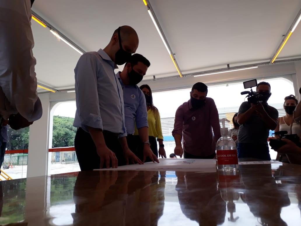 Covas anuncia que Sambódromo do Anhembi vai virar área de lazer com piscina de ondas e ciclofaixa