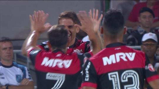 Flamengo goleia a Chapecoense por 4 a 0 e está nas quartas da Sul-Americana
