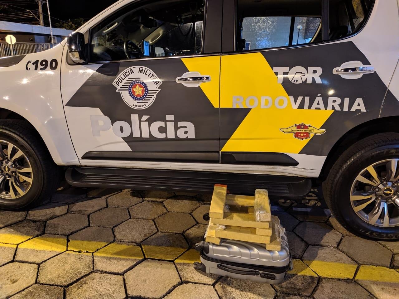 Mala com quase 9 kg de maconha é apreendida durante fiscalização em ônibus na SP-270 - Notícias - Plantão Diário