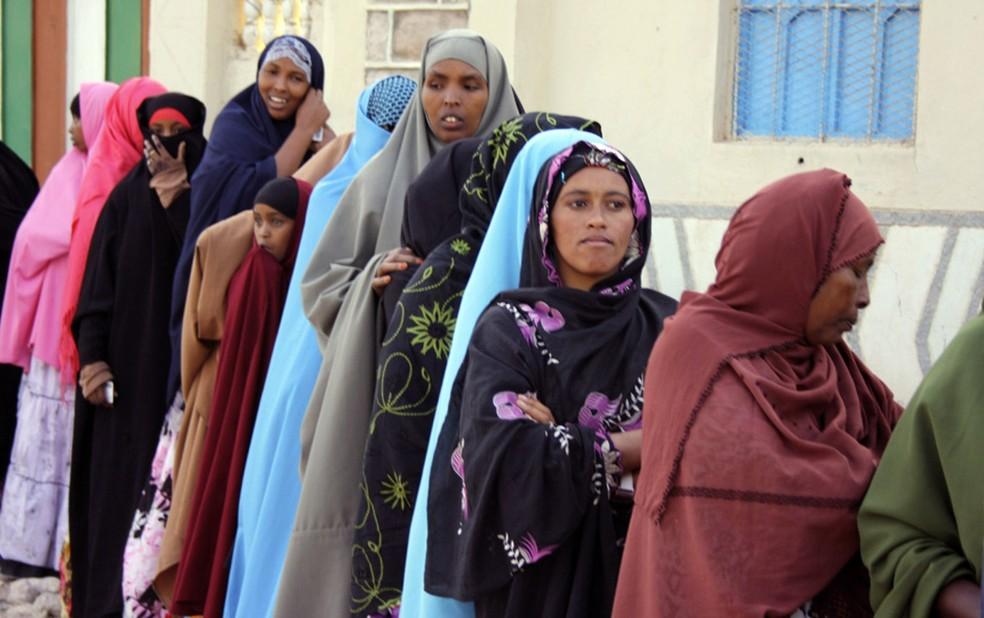 Foto de arquivo mostra mulheres somalis (Foto: AP )