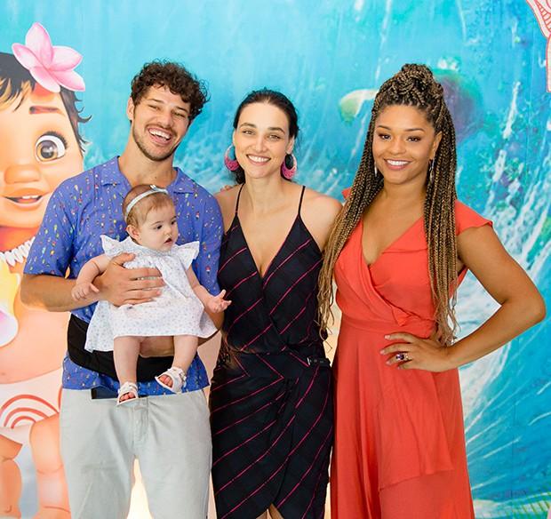 Juliana Alves, José Loreto e Débora Nascimento com Bella (Foto: Karina Martini/ Divulgação)