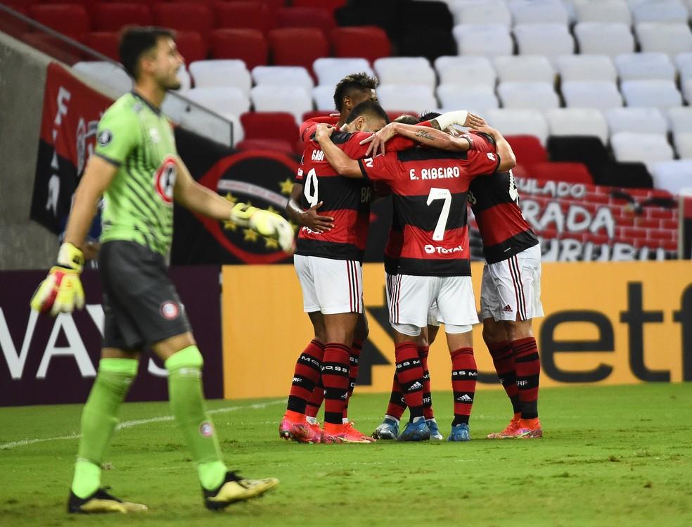 Time do Flamengo comemora gol contra o Union La Calera — Foto: André Durão