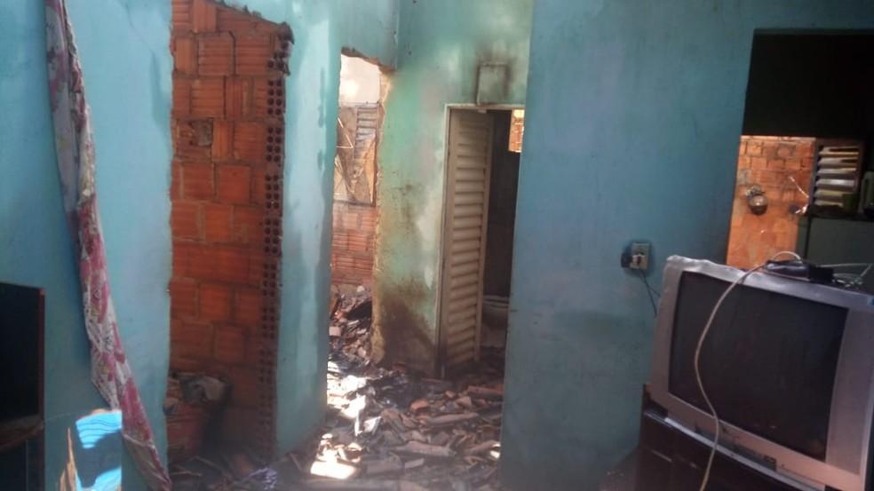 Casa precisou ser interditada  — Foto: Defesa Civil/ Divulgação