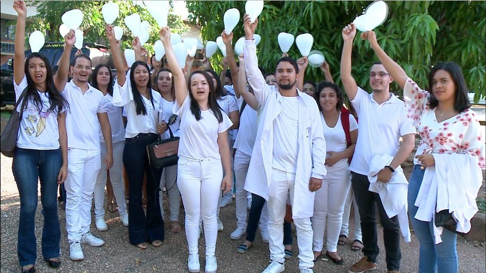Amigos de Geniscleo Pereira pediram justiça durante ato pela morte da vítima — Foto: Reprodução/TV Clube