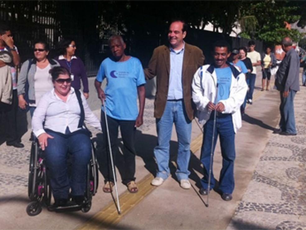 Obra de acessibilidade é inaugurada em calçadas do Centro do Rio em 2016; para subsecretário, maior parte de obras ficou em entorno de arenas (Foto: Janaína Carvalho / G1)