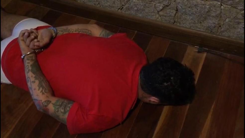 Ricardo Benítes Porto, conhecido como playboy, foi preso em casa. — Foto: Polícia Civil/Divulgação