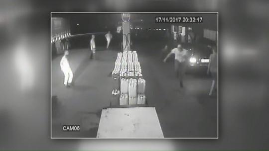 Frentista é morto após 'demorar' dois minutos para atender cliente, diz polícia; câmeras registraram o ataque