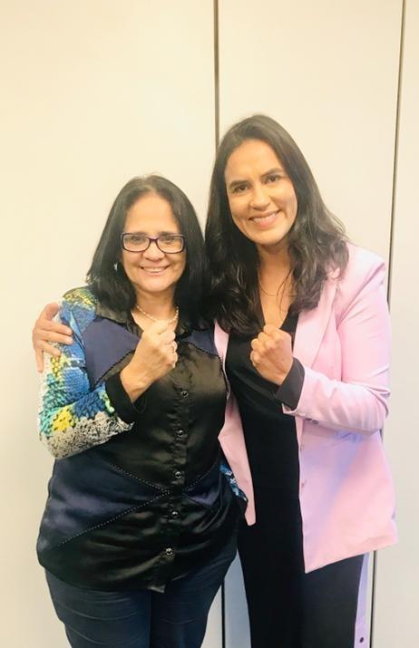 Erica Paes e ministra Damares Alves (Foto: Arquivo pessoal)