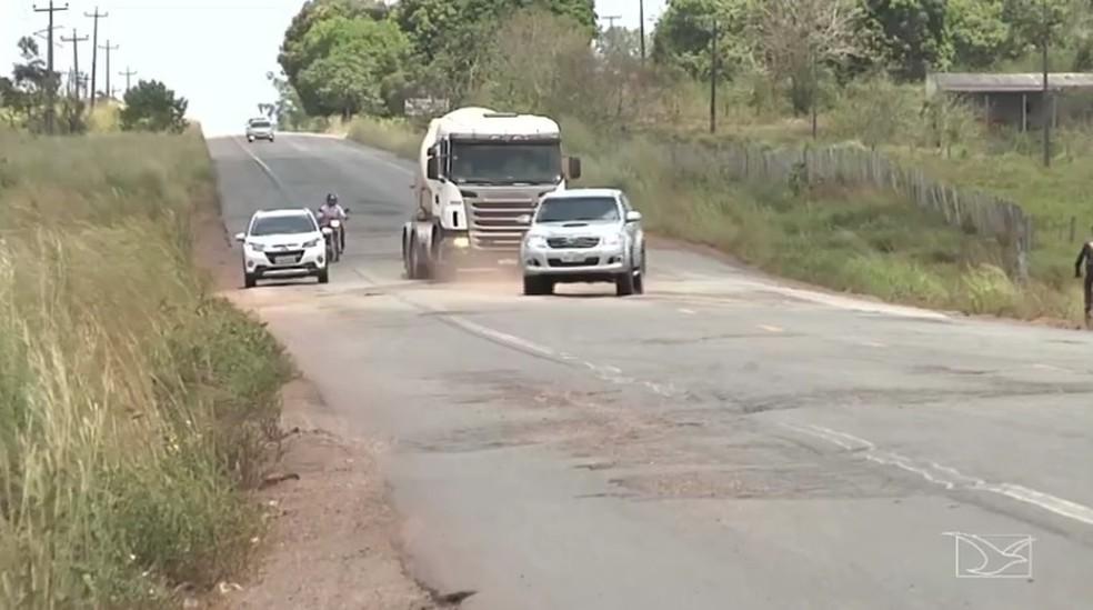 BR-316 está cheia de buracos no Maranhão — Foto: Reprodução / TV Mirante