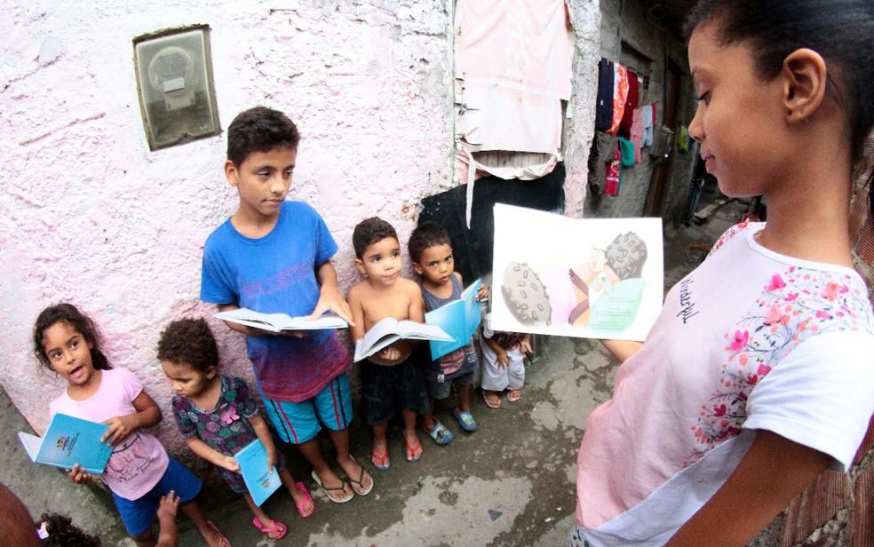 Stheffany ganhou bolsa de estudos em uma escola particular (Foto: Aldo Carneiro/Pernambuco Press)
