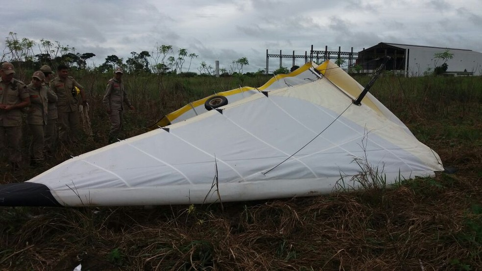 Ultraleve ficou destruído e condutor morreu no local do acidente (Foto: Euzir Costa/Arquivo Pessoal)