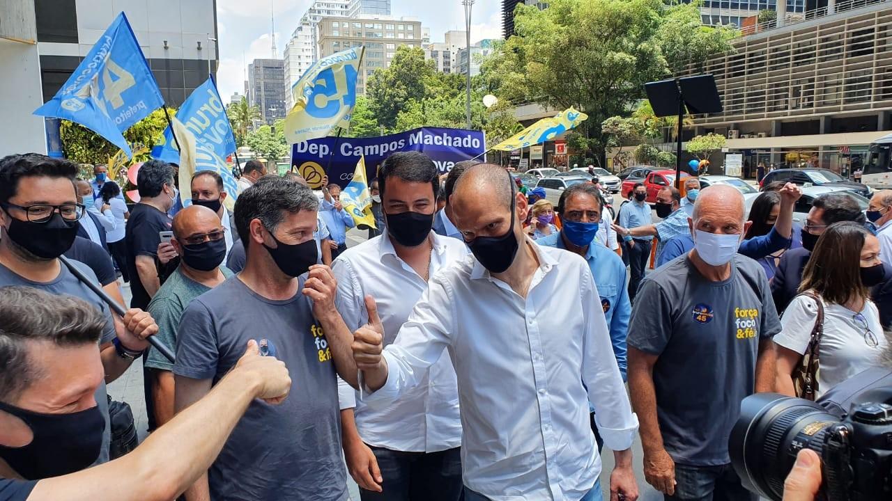 A 4 dias da eleição, Covas libera auxílio emergencial e diz ser a favor de internação compulsória de usuários de drogas