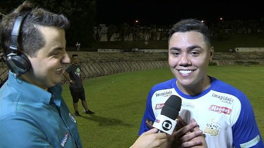 """Felipe Araújo faz três gols e pede """"Atrasadinha"""" a Tadeu Schmidt"""