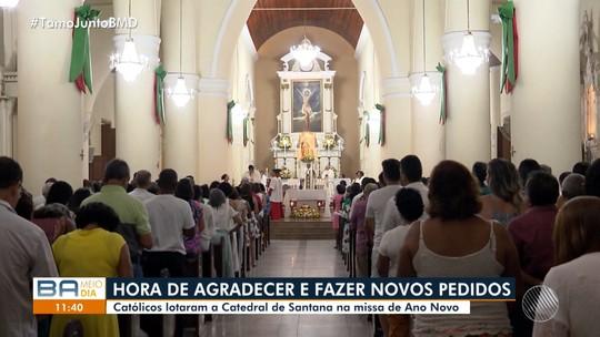 Fiéis católicos participam da missa de ano novo na Catedral de Santana