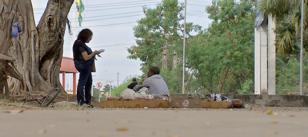 Projeto busca ajudar moradores de rua — Foto: TVCA/Reprodução