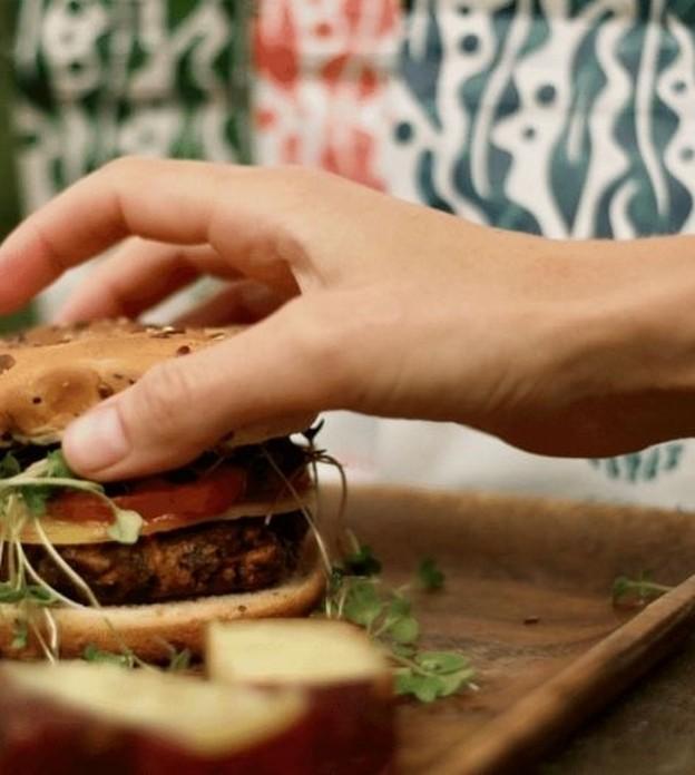 Startup americana cria hambúrguer de alga marinha como opção mais sustentável