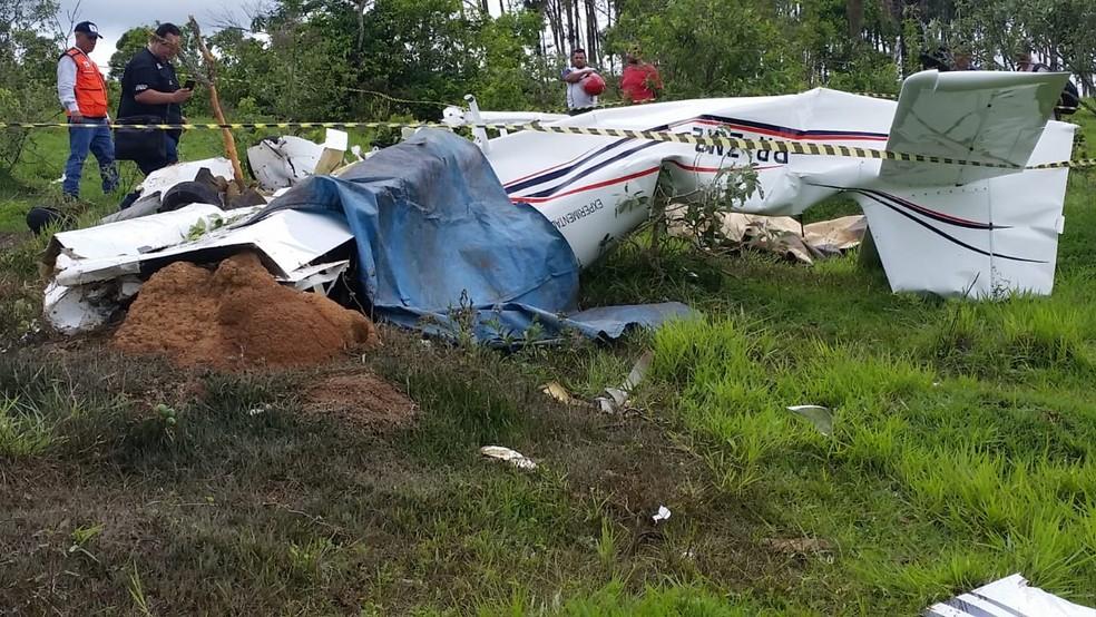 Aeronave caiu em Patos de Minas neste domingo — Foto: Paulo Barbosa/G1