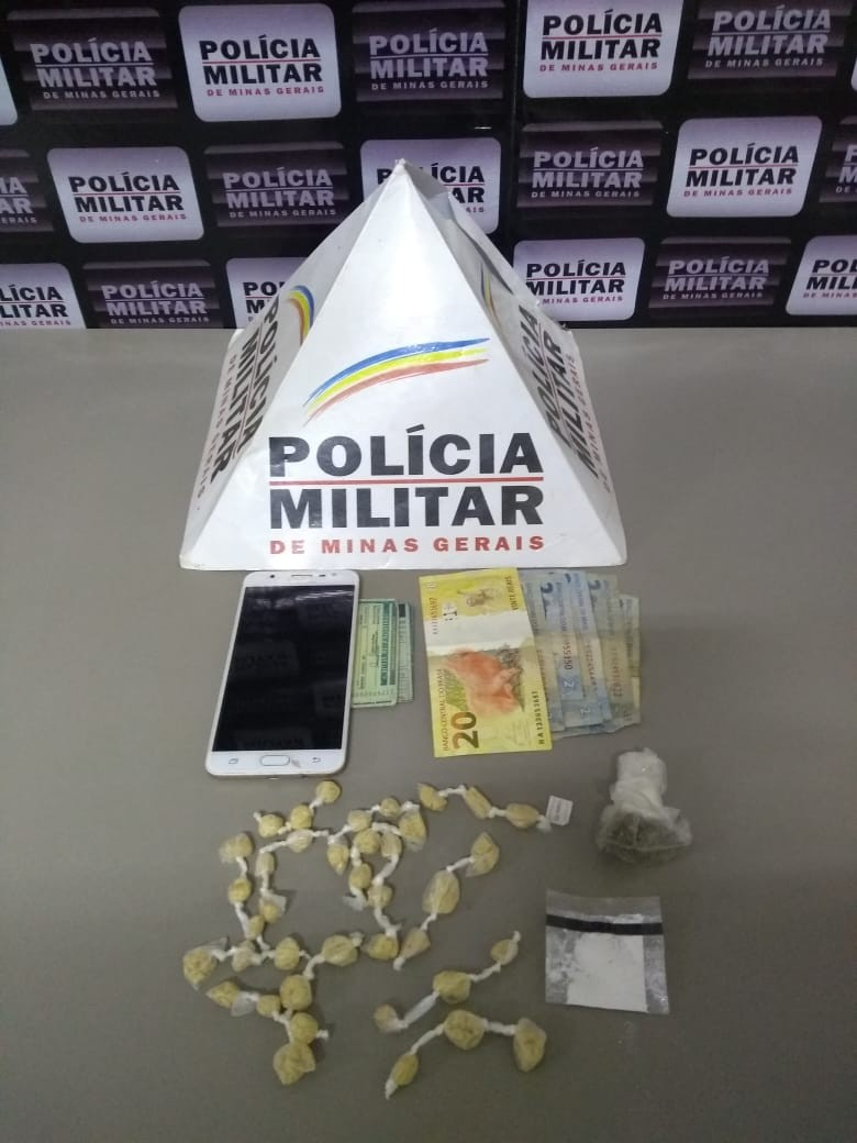 Motociclista é preso com cocaína e maconha após fugir da PM e sofrer acidente, em Monte Azul