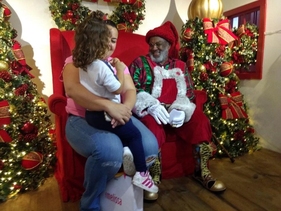 Papai Noel recebe as crianças nesta segunda-feira em São José (Foto: Divulgação/Vale Sul Shopping)