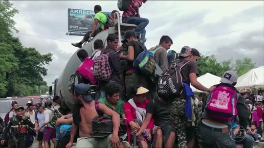 Caravana de imigrantes hondurenhos se reúne na fronteira da Guatemala com o México