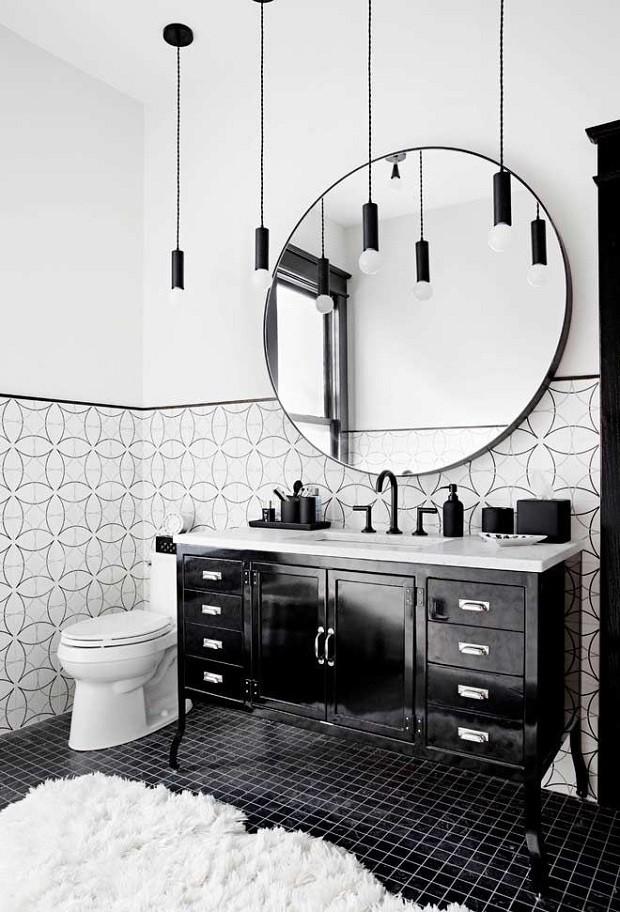Banheiro preto e branco: 10 ambientes para se inspirar (Foto: Reprodução)