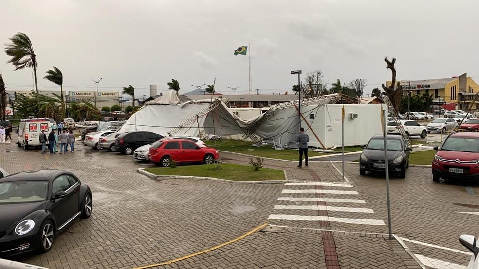 Estragos causados em Itajaí pelo temporal na tarde desta terça-feira — Foto: Paulo Tomio/ Arquivo pessoal