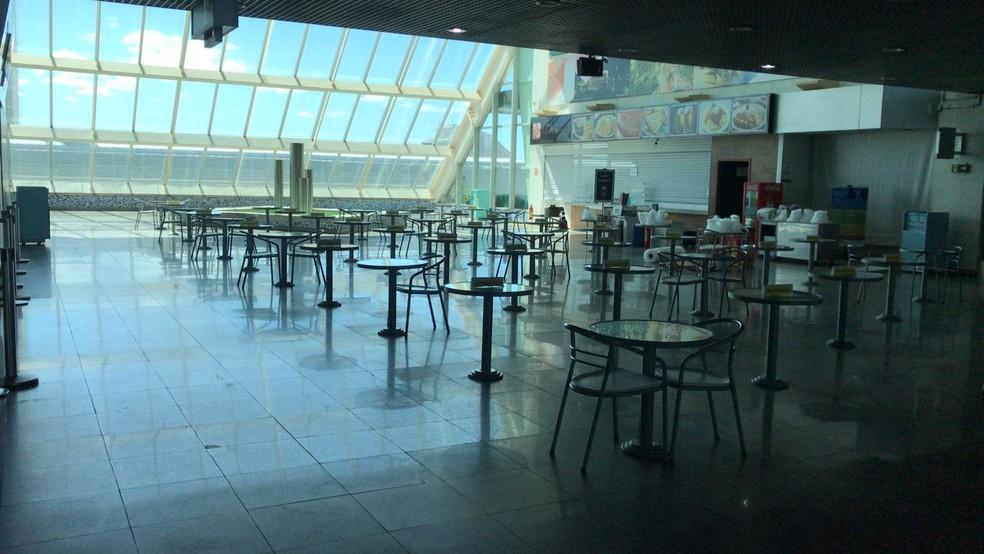 Restaurantes estão fechados no Aeroporto de Palmas — Foto: João Guilherme Lobasz/G1