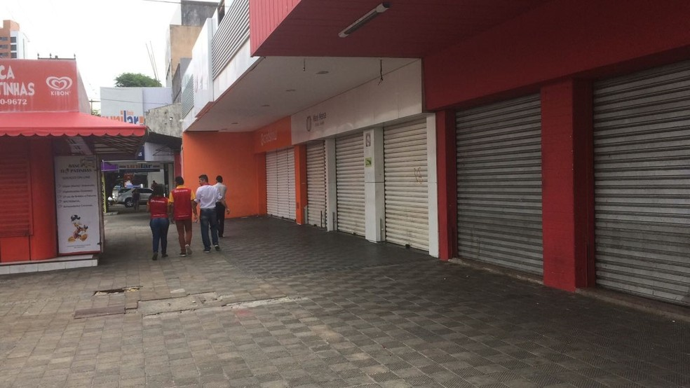 Lojas na Cidade Alta, em Natal, fecharam as portas após arrastão (Foto: Heloísa Guimarães/Inter TV Cabugi)