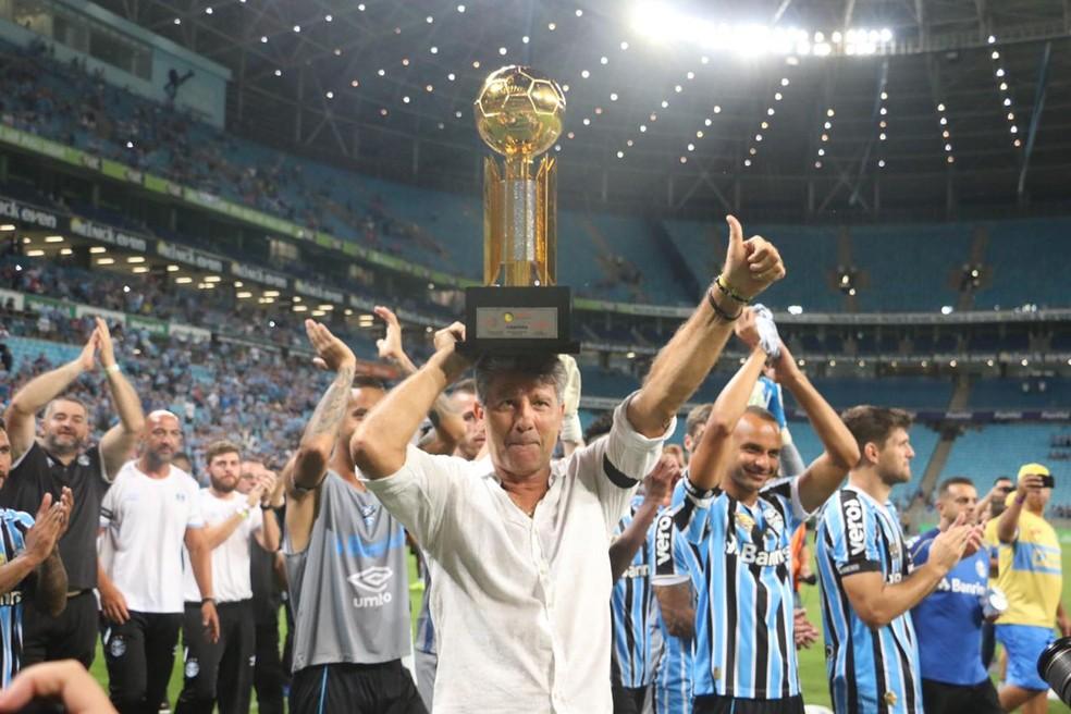 Renato Gaúcho comemora a conquista da Recopa Gaúcha com o Grêmio — Foto: Eduardo Moura