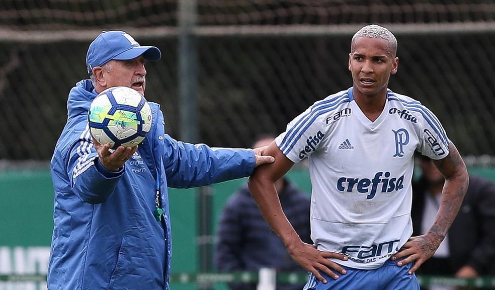 Felipão orienta Deyverson em treino do Palmeiras (Foto: Cesar Greco/Ag. Palmeiras)